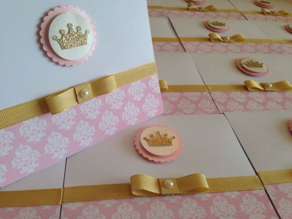 45und convite reinado princesa rosa e dourado peraonalizado