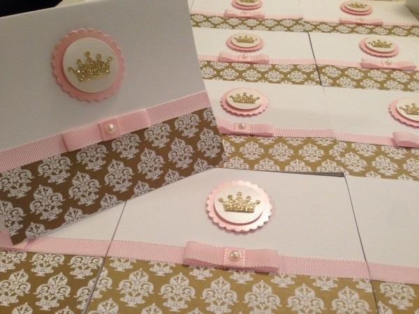 50und convites princesa coroa reinado dourado rosa liso