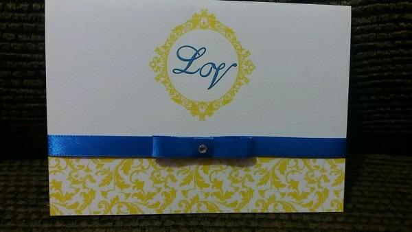 Convite casamento azul royal com amarelo no elo7