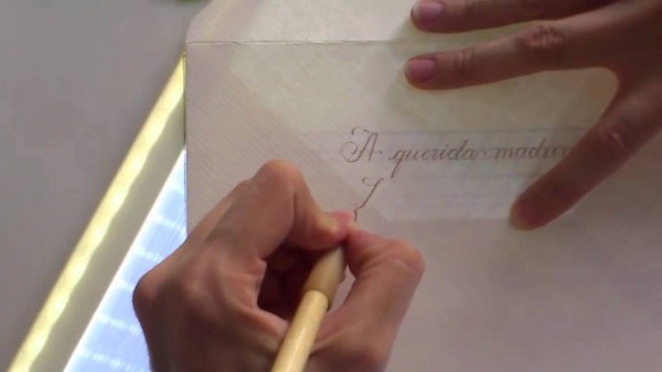 Como é feita a caligrafia em convites de casamento 2016
