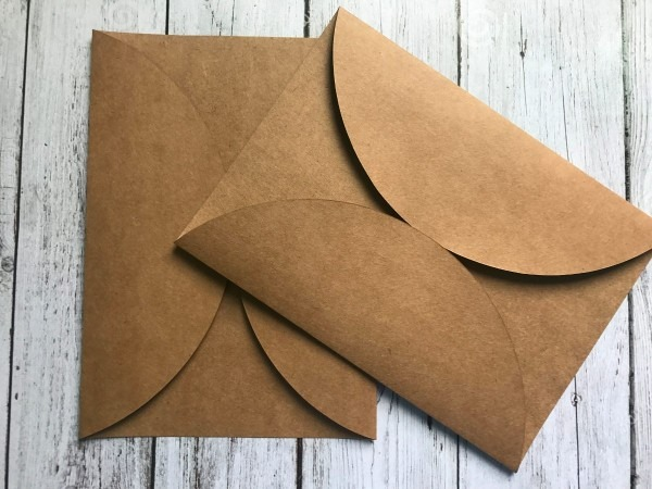 120 envelopes em papel kraft com aba redonda 14 x 20 cm