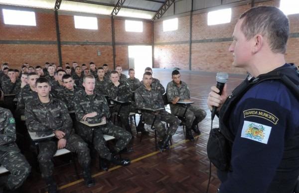 Guarda municipal palestra a 200 militares do 3º gaaae