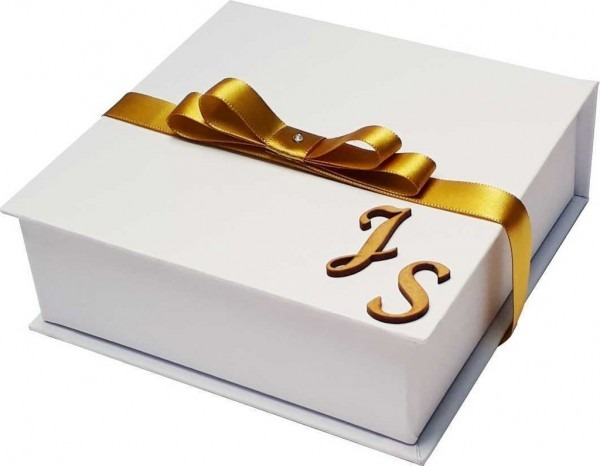 Caixa convite 15x15x5 com iniciais em mdf [pronta entrega]