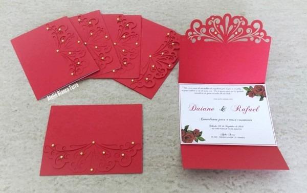 Convite floral vermelho com envelope com detalhes no elo7