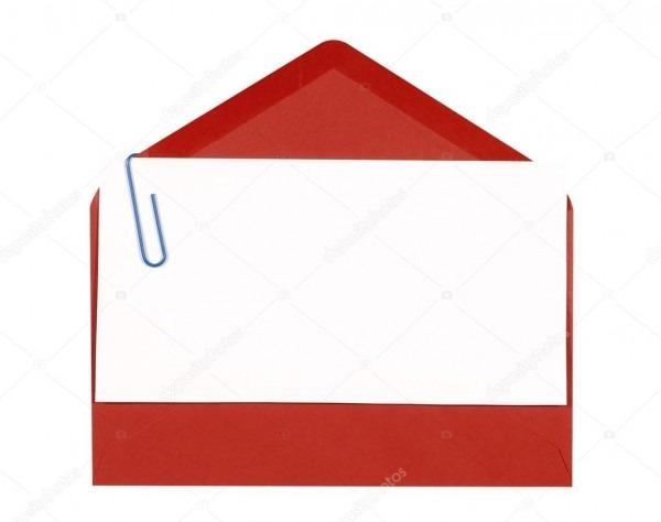 Envelope vermelho com o convite de aniversário em branco ou cartão