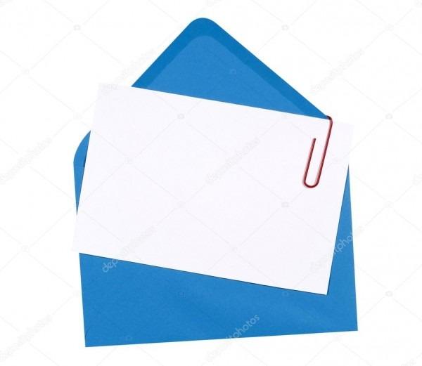 Cartão de convite de aniversário em branco com envelope azul
