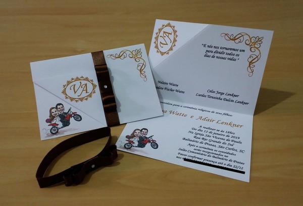 Convite de casamento marrom e dourado no elo7