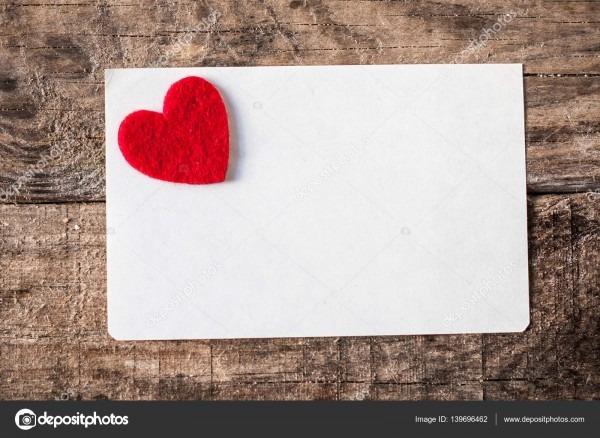 Cartão do convite branco com coração vermelho — fotografias de