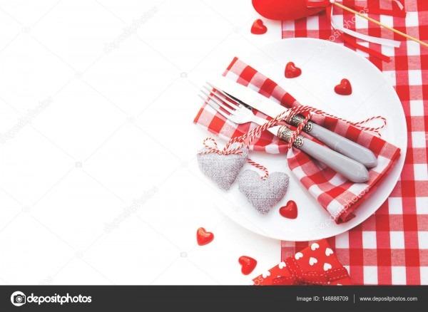 Conceito de jantar romântico do dia dos namorados  cutelaria