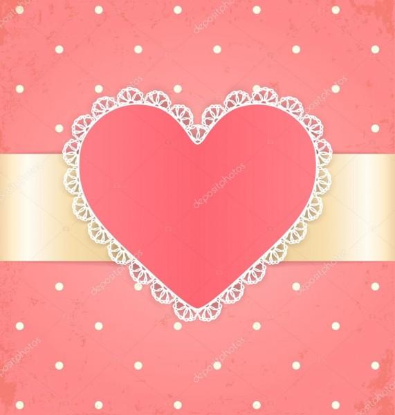 Convite ou cartão com coração laço etiqueta e fita em fundo rosa