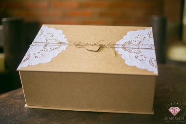 Caixa para padrinhos em papelão rígido revestido em papel kraft