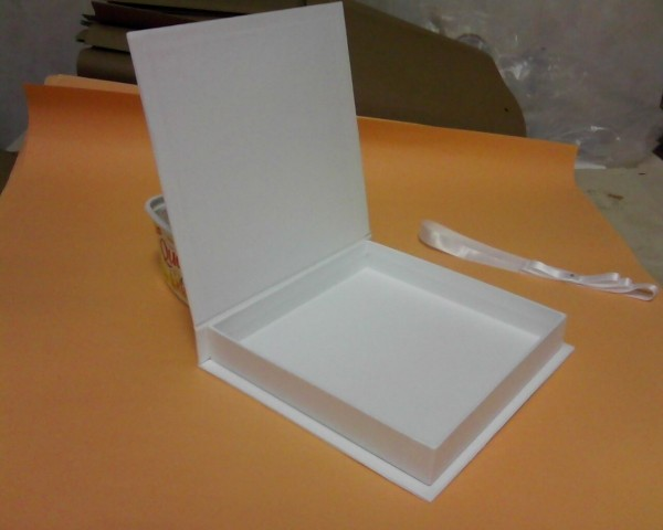 Caixa de papelão rígido para convite