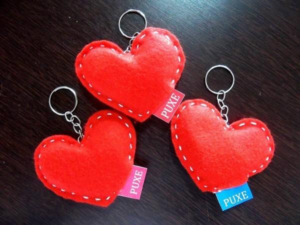 Pacote com 7 convites de coração chaveiro