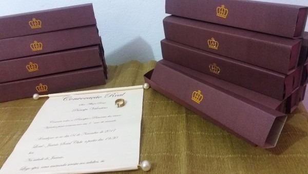 30 convites pergaminho realeza s  caixinha