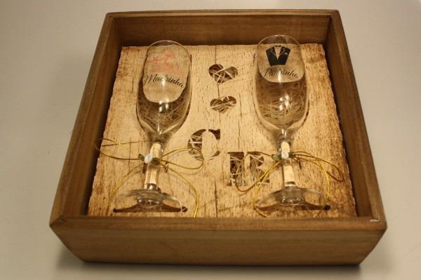 Casamento convite padrinhos madeira com 2 taças vidro 10 un