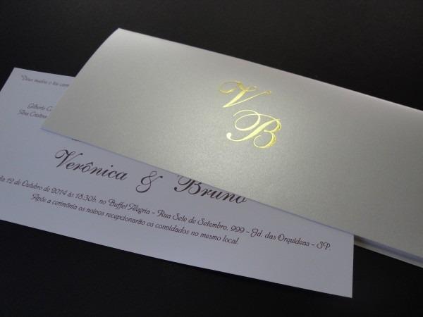 Convite personalizado envelope perolado iniciais 25 unid